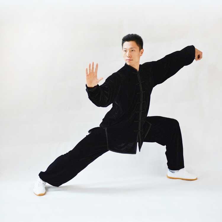 寒い冬に1着は欲しい!生地は厚めで暖かさ抜群!太極拳表演服・黒色大業冬季太極拳服