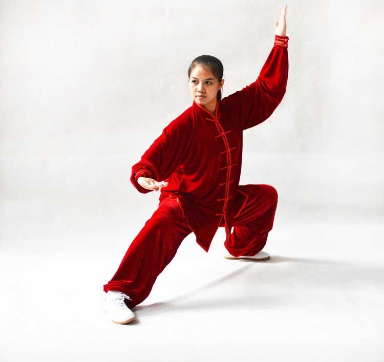 寒い冬に1着は欲しい!生地は厚めで暖かさ抜群!太極拳表演服・赤色大業冬季太極拳服