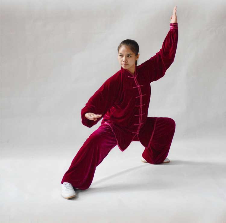 寒い冬に1着は欲しい!生地は厚めで暖かさ抜群!太極拳表演服・バラ色大業冬季太極拳服