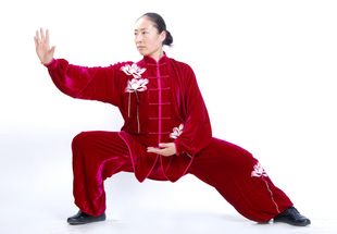 寒い冬に1着は欲しい!生地は厚めで暖かさ抜群!太極拳表演服・赤色高級シルク刺繍蓮の花太極拳服