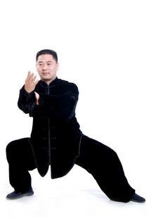寒い冬に1着は欲しい!生地は厚めで暖かさ抜群!太極拳表演服・黒色高級シルク太極拳服