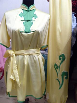 木蘭拳太極拳表演服・浅い黄色緑縁前半開木蘭服