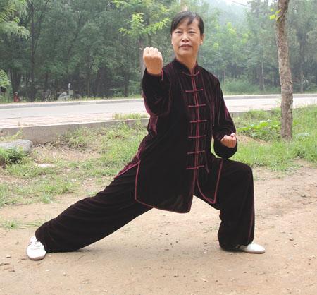 寒い冬に1着は欲しい!生地は厚めで暖かさ抜群!太極拳表演服・ナツメ色冬用太極拳服