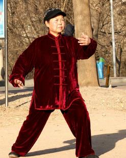 寒い冬に1着は欲しい!生地は厚めで暖かさ抜群!太極拳表演服・ワイン赤色冬用太極拳服