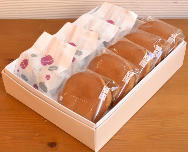 東京鈴もなか(東京駅の待ち合わせ場所〔銀の鈴〕をモチーフにした一口サイズの最中です。)と当店一番人気の黒糖どらやき 東京鈴もなか4袋(1袋2個入)+黒糖どらやき5個セット