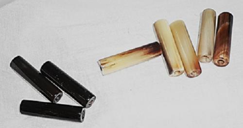 水牛工芸材料、丸棒研磨済材。直径8mm×長さ30mm・芯持ち・特殊芯抜き技法品。1セット、10個で8000円 紐穴の径、2.5m/m・3m/mより、選択して下さい。本オランダ水牛、色物(天然色):黒(天然色)≒5:5。 日本製(自社工房)。ゆうメール便OK.