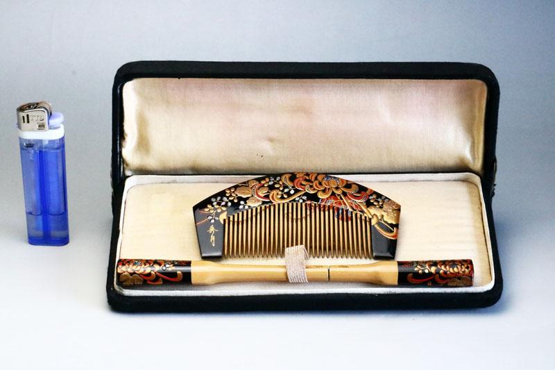 【箱付き】◆アンティーク櫛簪笄■0051 菊の花紋様の黒い櫛と笄セット【中古】