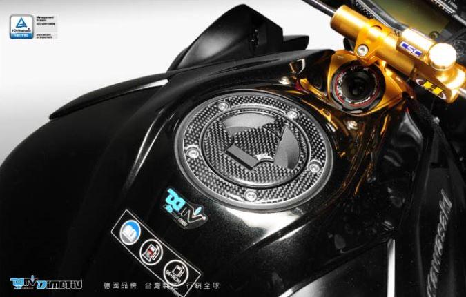 カーボン調タンクキャップパッド ZX-9R GPZ900R W800 メール便送料無料 代引不可 DIMOTIV DI-CGTCP-KA-01 適合外車種は説明文を確認ください ギフト タンクキャップパッド KAWASAKI車 カーボン調 市販 一部車種除く06年-13年式 ブラック