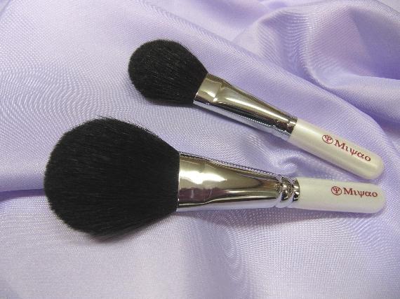 【送料無料】熊野化粧筆 メイクブラシセット 2本セット <ホワイトパール> パウダーブラシ チークブラシ 熊野筆 セット【包装 無料・ 名入れ 可】 ギフト セット