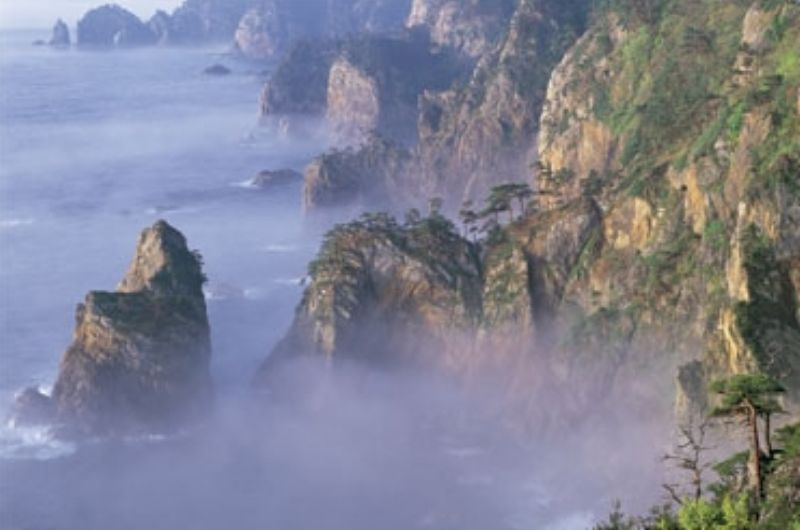 1500スモールピースジグソーパズル 霧かかる北山崎 《廃番商品》