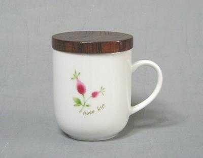 茶葉と水を入れて1分少々レンジでチン するだけで美味しいお茶ができあがり ローズヒップ 木蓋付茶々マグ マグカップ 食器 和食器 至上 陶器 和風 緑茶 かわいい お買い得品 紅茶 ハーブティー 美濃焼 日本茶 茶こし付 おしゃれ コーヒー お茶