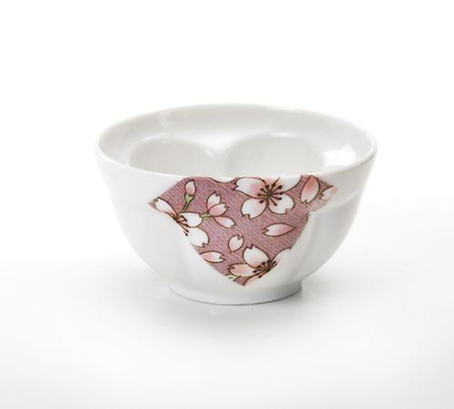 お茶を注ぐと梅の花が浮かび上がる桜ロマン 国内在庫 梅千茶 ホワイト 大人気