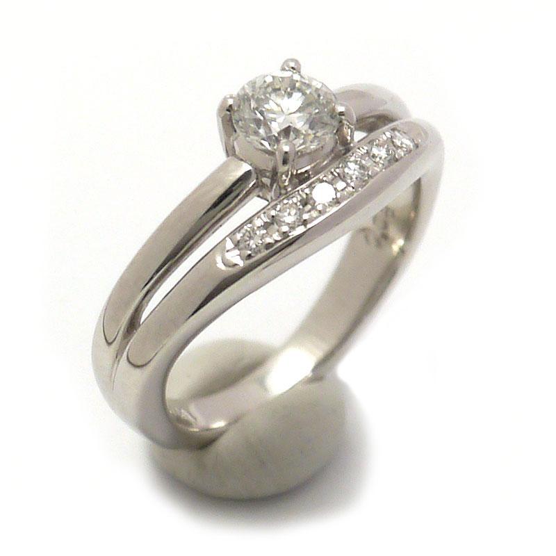 【中古】【送料無料】PT900・ダイヤモンド0.531ct・0.08ct ダイヤリング #10 【質屋鑑定品】