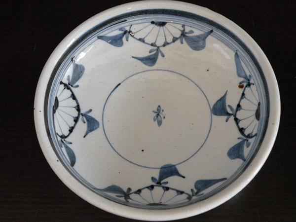 【砥部焼】深皿 D柄 菊文 7寸 古砥部【陶彩窯】陶器 焼物 食器 皿 陶芸品 陶磁器【47】
