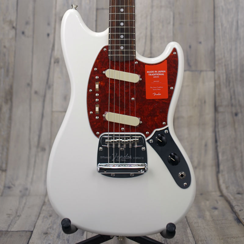 Fender Made in Japan Traditional '60s Mustang -Arctic White- 【店頭展示品特価】【新品】【おちゃのみず楽器在庫品】