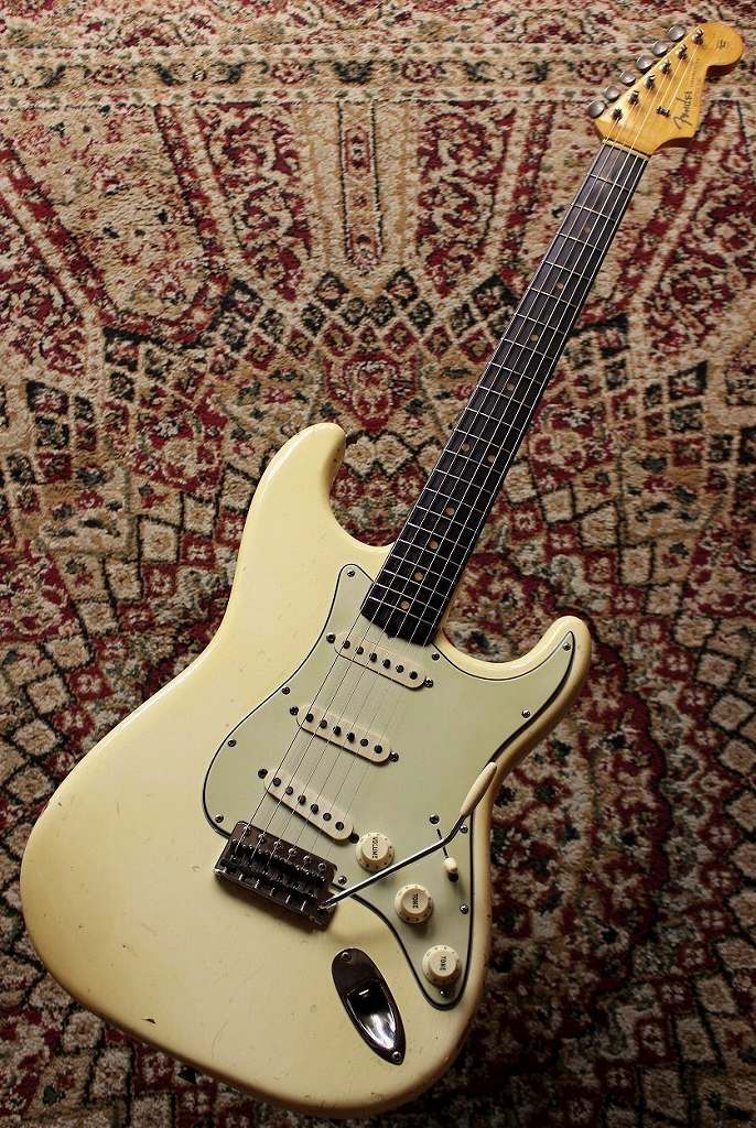 【Vintage】 Fender 【Custom Color!!】1965 Stratocaster 【1963 Neck conversion】【激鳴り!】【漆黒のハカランダ指板】【池袋店在庫品】【used_エレキギター】