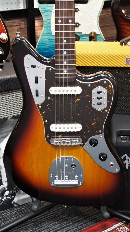 Fender Made in Japan Traditional '60s Jaguar 3-Color Sunburst 【新品】【おちゃのみず楽器在庫品】