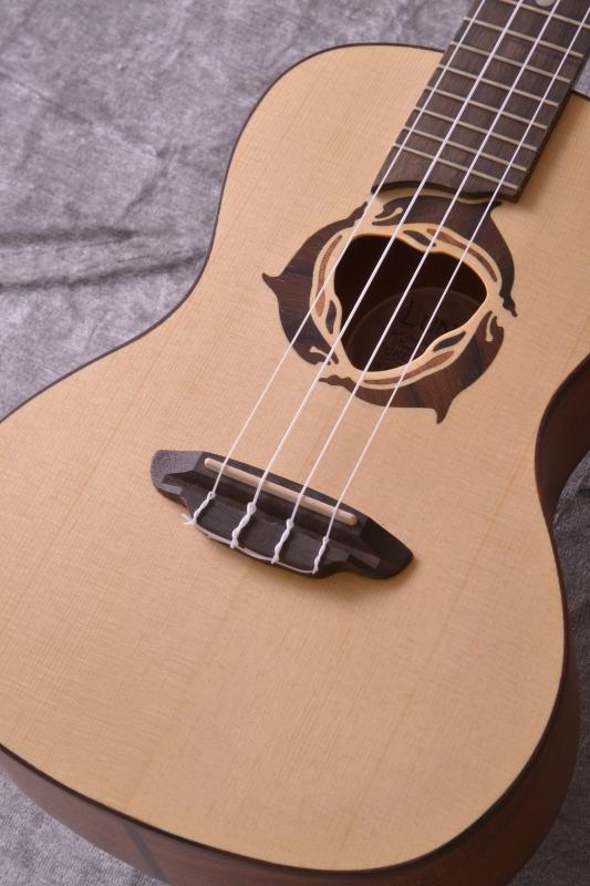 Luna Guitars Uke Dolphin concert spruce top, mah [UKE DPN SPR]《コンサートウクレレ》【送料無料】【SAVAREZ Low-G弦 144RL プレゼント】【ONLINE STORE】, ar-style:7ae36535 --- pompy.jp