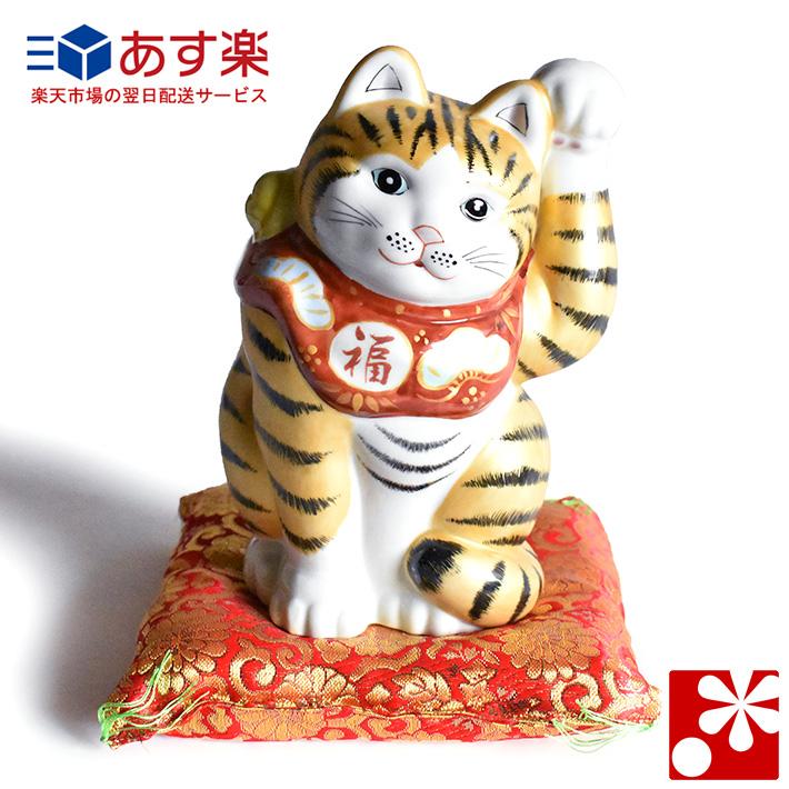 九谷焼 招き猫 置物 金釉彩 座布団付(左手・高 約19.5cm)( おしゃれ 商売繁盛 開店祝い 猫好き 誕生日プレゼント 猫グッズ )