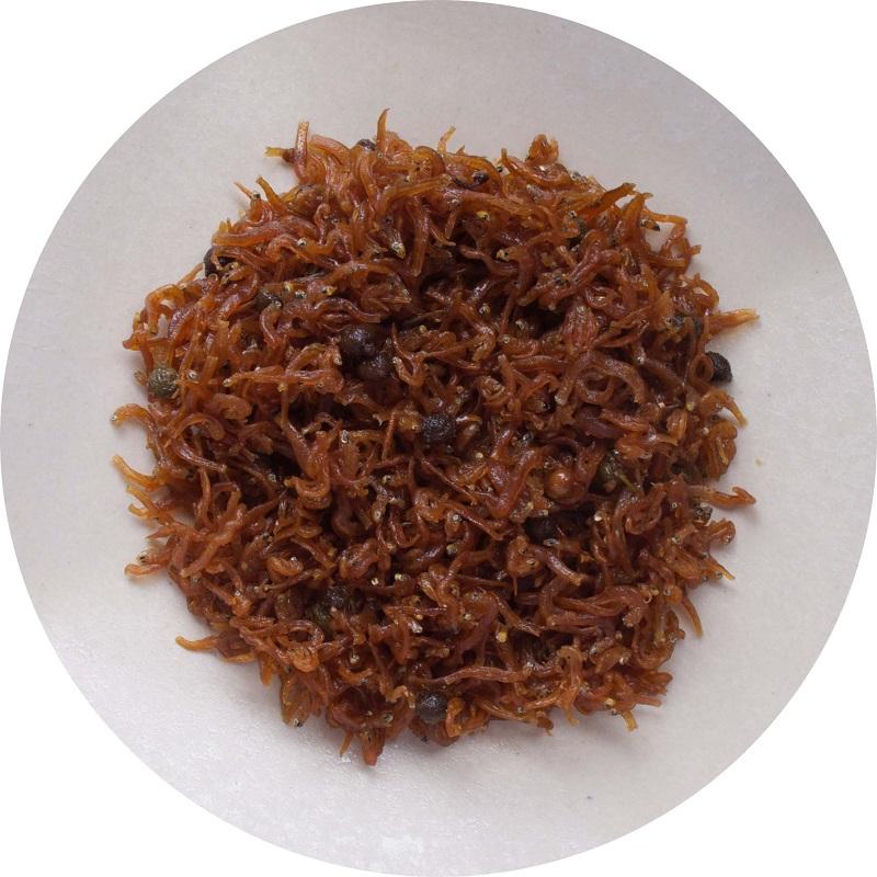 爽やかな甘味で炊いたちりめんと、香り高い山椒の実のもつピリッとした辛味が絶妙の風味を醸し出します。 京都錦市場 京佃煮野村竹皮包み ちりめん山椒 40g