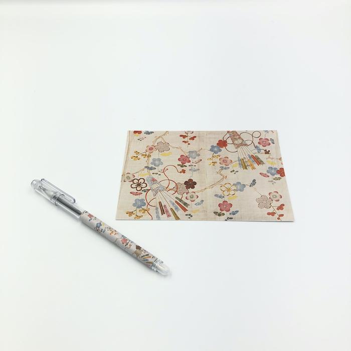使いやすいはがきとボールペンをセットにしました 和風 可愛い 美術 京都 送料無料カード決済可能 絵葉書 絵はがきボールペンセット〈梅に箙文様帷子〉 着後レビューで 送料無料 ハガキ DM便可