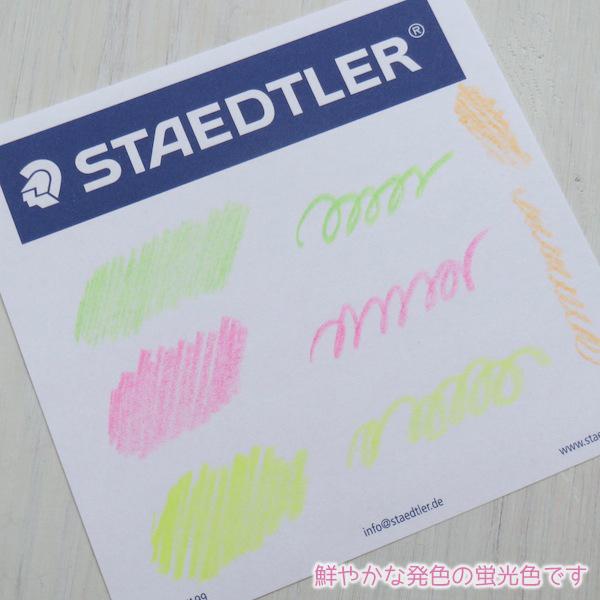 十几生动颜色荧光彩色的铅笔三倍荧光彩色的铅笔