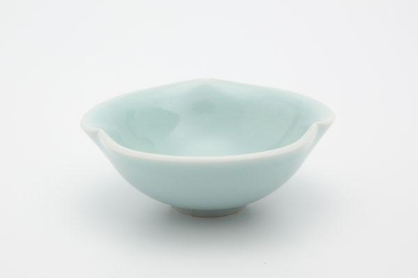 【新春】市川博一作 青白磁酒盃   【送料無料】【smtb-k】【ky】【清水焼】 【和食器】 【酒器】