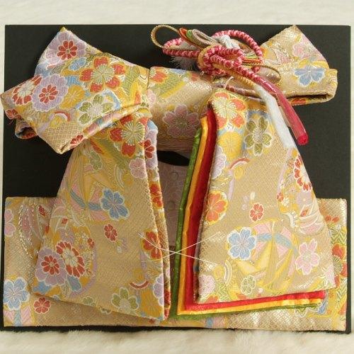 七五三着物用祝い帯 7歳用 ゴールド地 まり柄 鹿の子地紋生地 重ね作り仕様 飾り紐付き 大サイズ 日本製