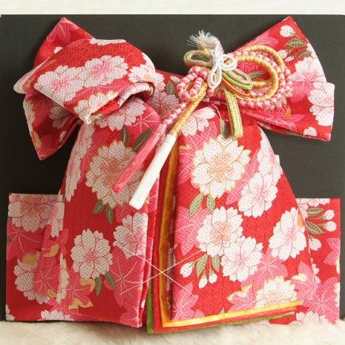 七五三着物用祝い帯 7歳用 赤地 八重桜柄 七宝地紋生地 重ね作り仕様 飾り紐付き 大サイズ 日本製