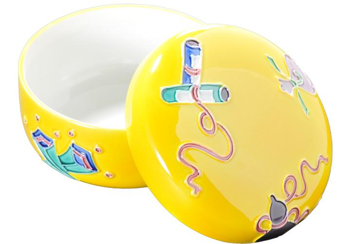 京焼 送料無料でお届けします 清水焼 ツルッとした黄色い生地に宝紋様が愛らしい 納期一ヶ月 割引も実施中 受注生産品 黄交趾宝尽くし蓋物