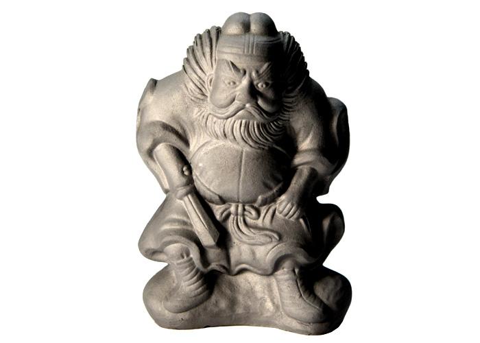 """被是由""""京都瓦""""的传统技术做成的避邪物的置物桃山鍾馗(小)"""