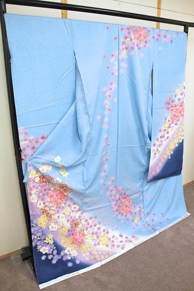 振袖-110819-4 明るいブルー 最高の振袖で思い出にのこる成人式を!
