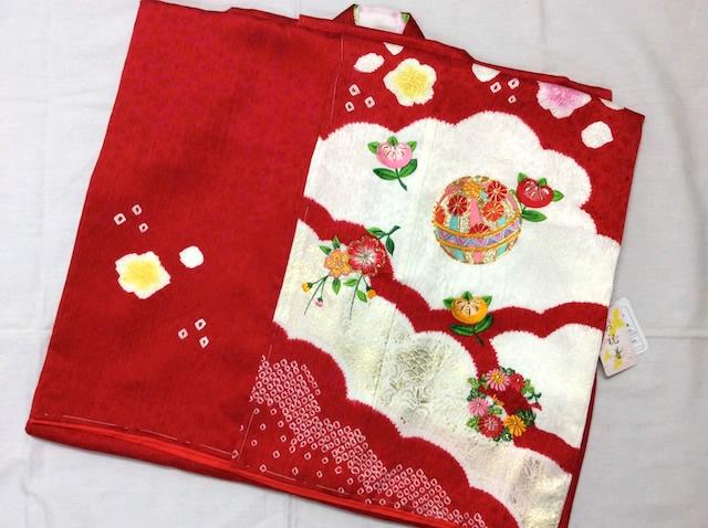 女の子正絹四つ身 長襦袢付 赤 毬 刺繍 絞り 七五三 d25-845505