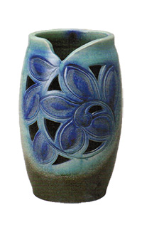 8084-04 青ガラス花彫傘立