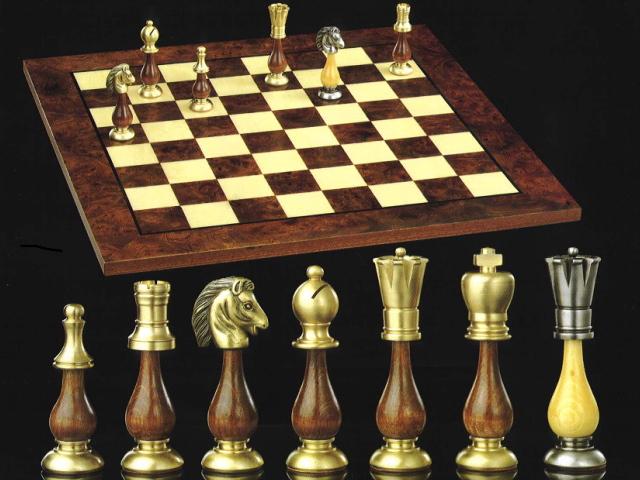 【イタリアよりお取寄せ】イタリア製ブラス(真鍮)チェスメン&オルモ-チェスボード伝統的なStauntonモデルを真鍮で仕上げたイタリア製チェスとオルモ材モザイクのチェスボード154bw722R 【$】【定番】
