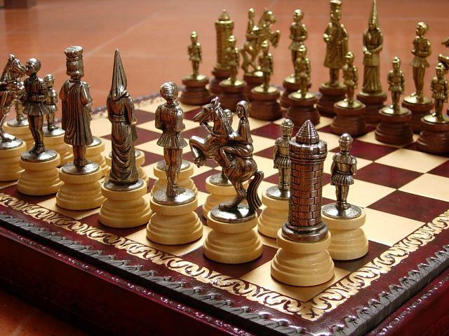 イタリア製チェスメン&ボックス付きチェスボードセット アーサー王ゆかりの城「キャメロット」camelot  174M221GR