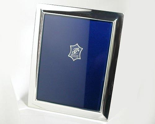 『スペイン イザベル社製シルバーフォトフレーム シンプル15×20cm』素材感のよさが引き立つシンプルなシルバーフォトフレーム