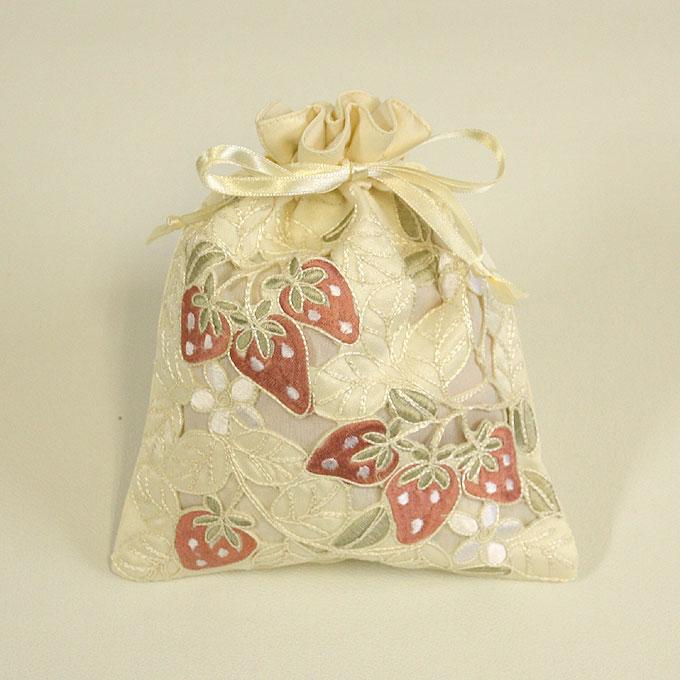 公式 即納最大半額 甘酸っぱいキュートなイチゴのインテリア苺~いちご~シリーズ 巾着イチゴ刺繍 カットワーク 0301 約20x16cm