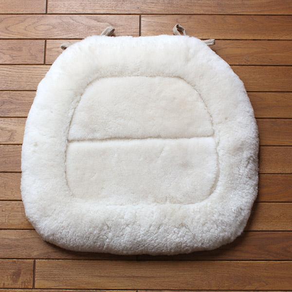 ムートン(羊毛皮)短毛紐付きシートクッション 約40x43cm(馬蹄形)【宅配便送料無料】