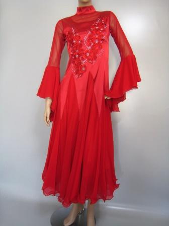 コーラス 演奏 社交ダンス ドレス スーツ ハイネックモダンドレス、前後の刺繍とダイヤストーンが華やかなモダンドレス。フレアーがたっぷりな袖口が印象的です。身頃はサテン地を使用の為、伸縮性が少なめです。胸パットつき。赤