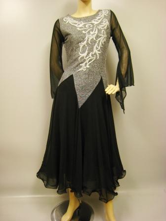 社交ダンスドレス、レース花模様モーチーフが豪華なモダンドレス、袖フレーアーになっています。ステージ衣装として最適では。黒