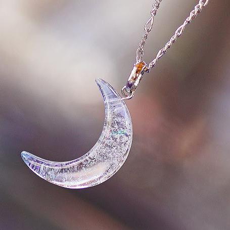『Snowy moon』 ガラスアクセサリー ネックレス・ペンダント ダイカット(平面造形)タイプ