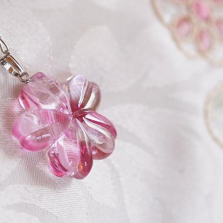 『紅桜 ~ 宴 ~』 ガラスアクセサリー ネックレス・ペンダント ダイカット(平面造形)タイプ