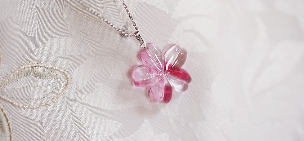 "Neuf Emerald /& zircon cubique pendentif croix Collier 18/"" 10k or Jaune"