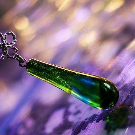 『Green fairy』 ガラスアクセサリー ネックレス・ペンダント しずくタイプ
