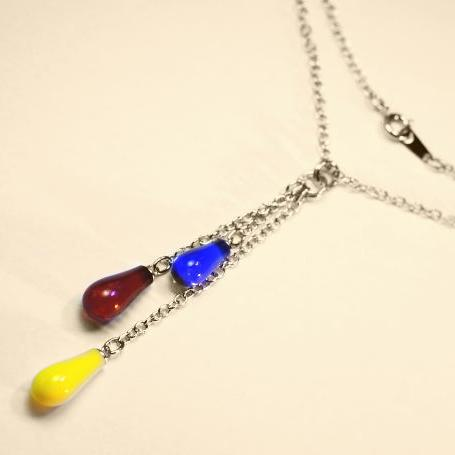 『プチしずく3連ネックレス』 ガラスアクセサリー ネックレス・ペンダント しずくタイプ