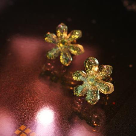 雪の結晶モチーフのピアス Snow flower ~ Brilliant ガラスアクセサリー 無料 ピアス gleam イヤリング 現品