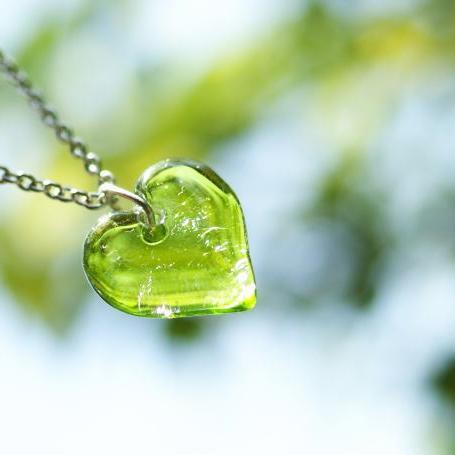 『Pure green love』 ガラスアクセサリー ネックレス・ペンダント ハートタイプ
