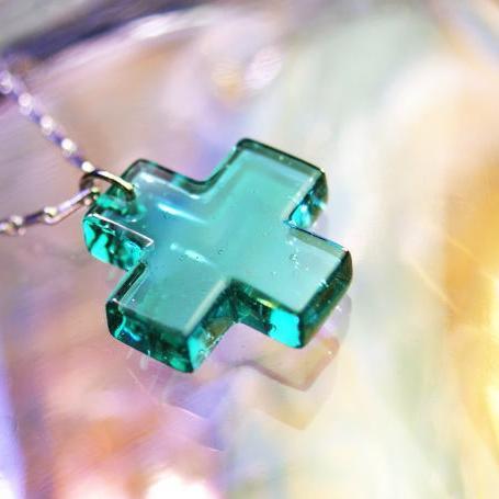 『SQUARE CROSS』 ガラスアクセサリー ネックレス・ペンダント クロスタイプ