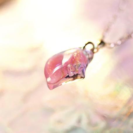『恋色のひとひら』 ガラスアクセサリー ネックレス・ペンダント ダイカット(平面造形)タイプ